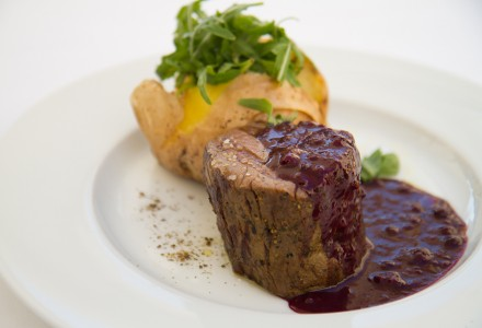 Grilled beef fillet with berry sauce